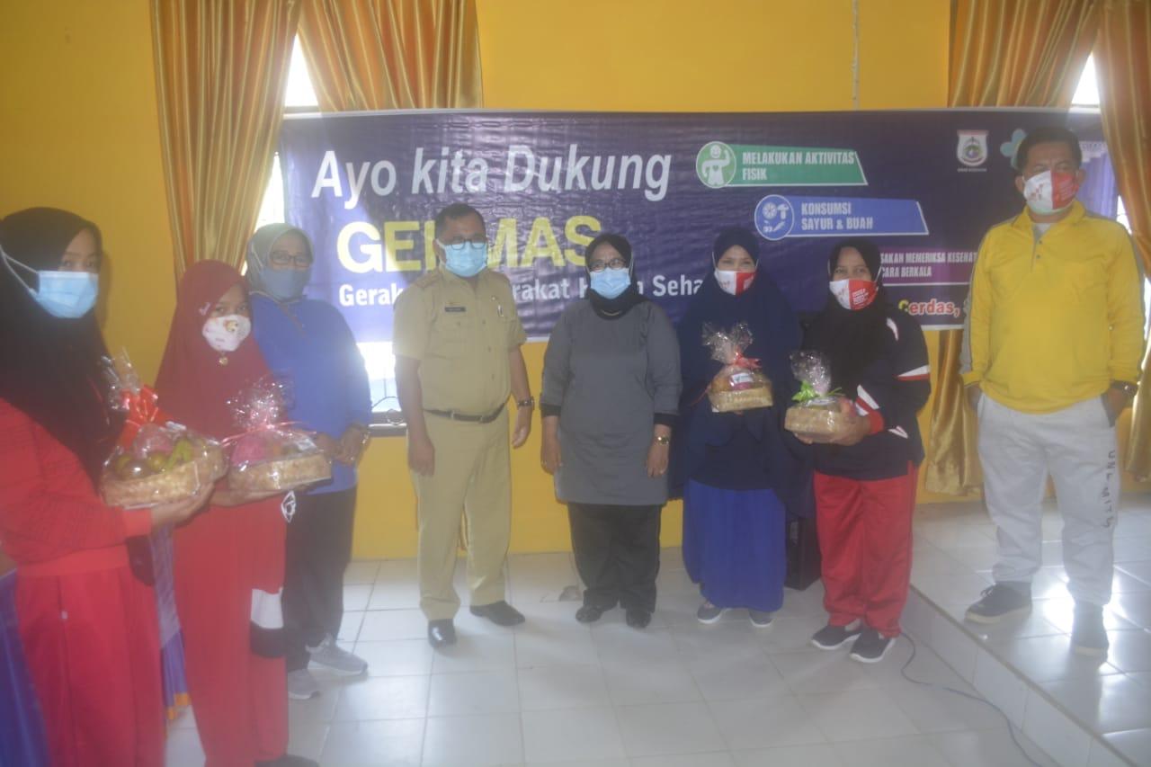 Kepala Dinkes Sulbar Muhammad Alief Satria Lahmuddin foto bersama dengan peserta Germas